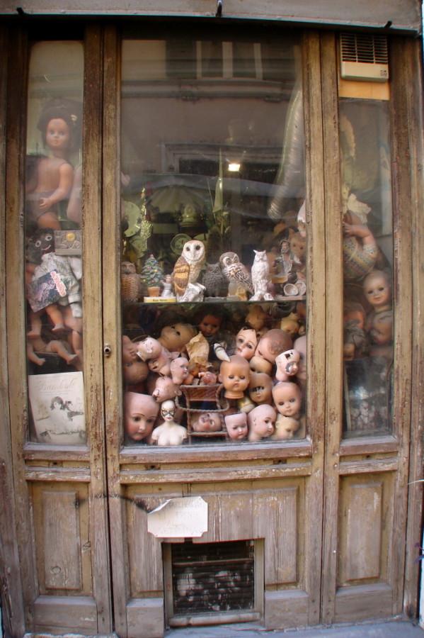 Doll repair shop, Roma
